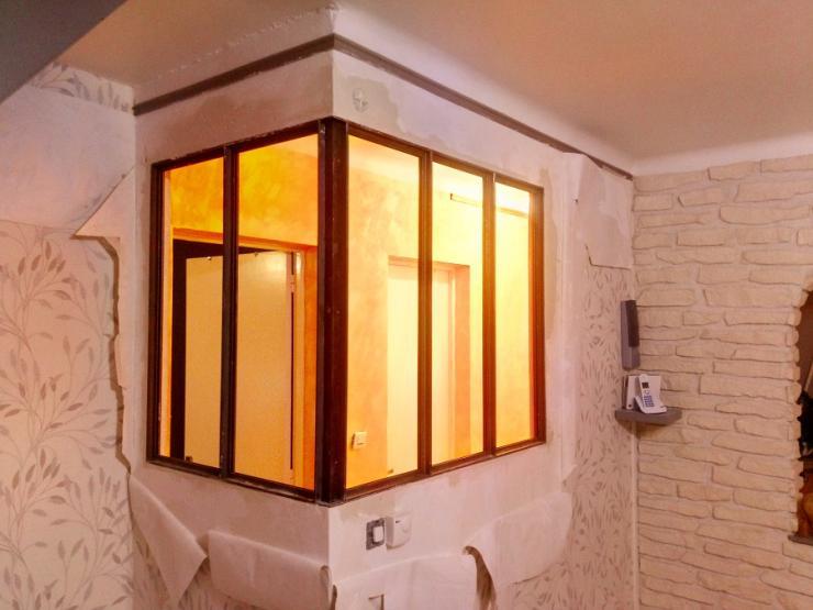 fabrication d'une baie en acier avec parcloses demontables pour la pose des vitres