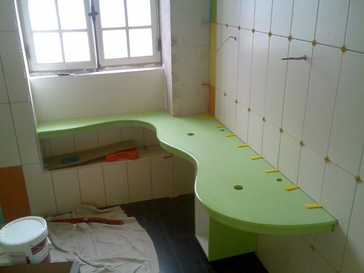 plan vasque sur mesure en medium et resine verte