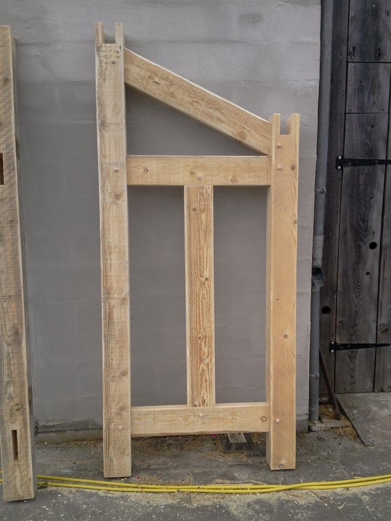 Construction d 39 un abri pour bois de chauffage - Fabrication d un abri de jardin en bois ...