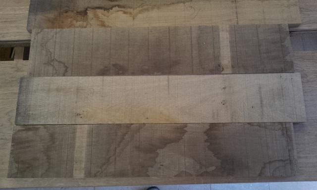 planches pour les panneaux avant dégauchissage et rabotage